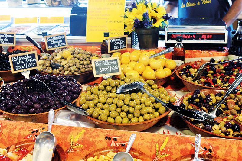 Vacationsmag_newcal_Market-Olives_Lisa-Perkovic