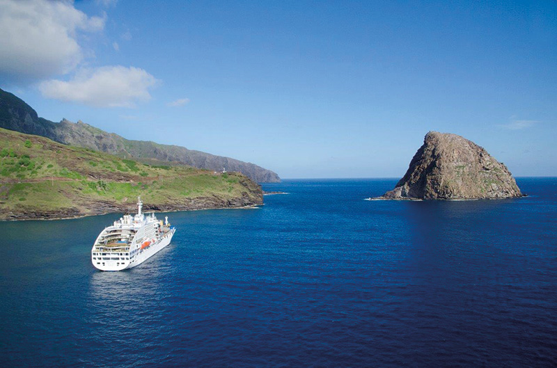 Vacationsmag_ara_Aranui-5-cruising-the-Marquesas