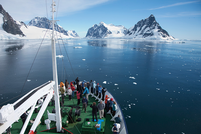 Vacationsmag_exped_Cruising-Antarctica-on-Polar-Pioneer-Aurora-Expeditions