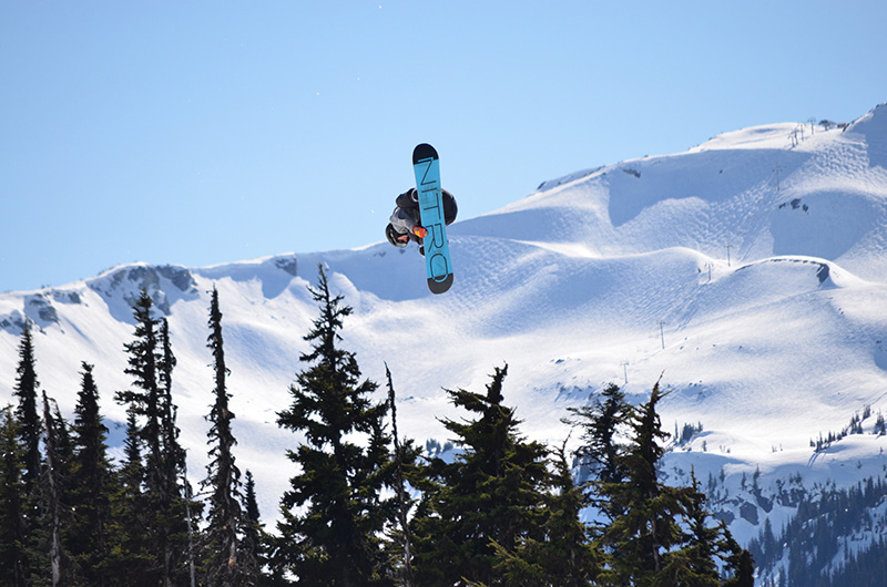 Vacationsmag_snowboarder-whisatler-park