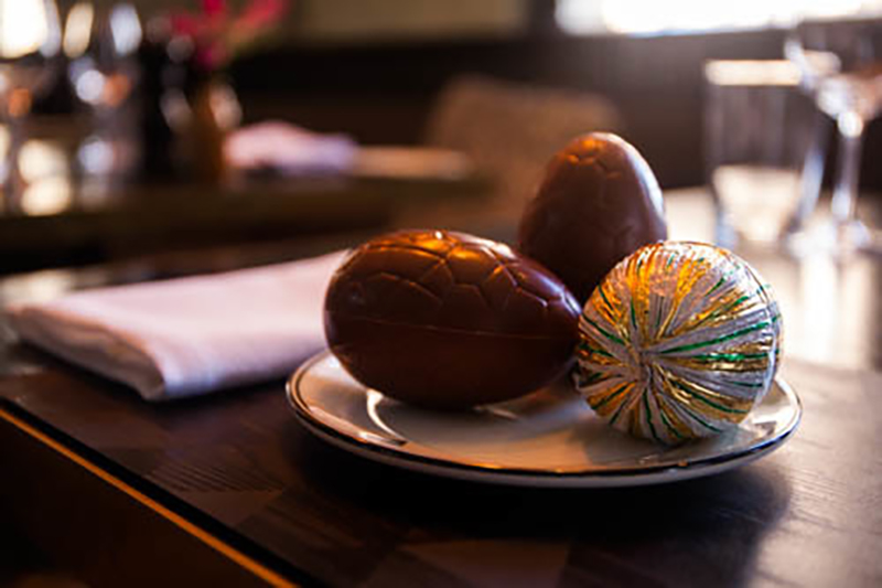 Qt sydneys easter treats at gowings bar grill vacations qt sydneys gowings bar grill will serve up plenty of surprises this easter when it gifts diners with indulgent milk chocolate eggs hand crafted in negle Images
