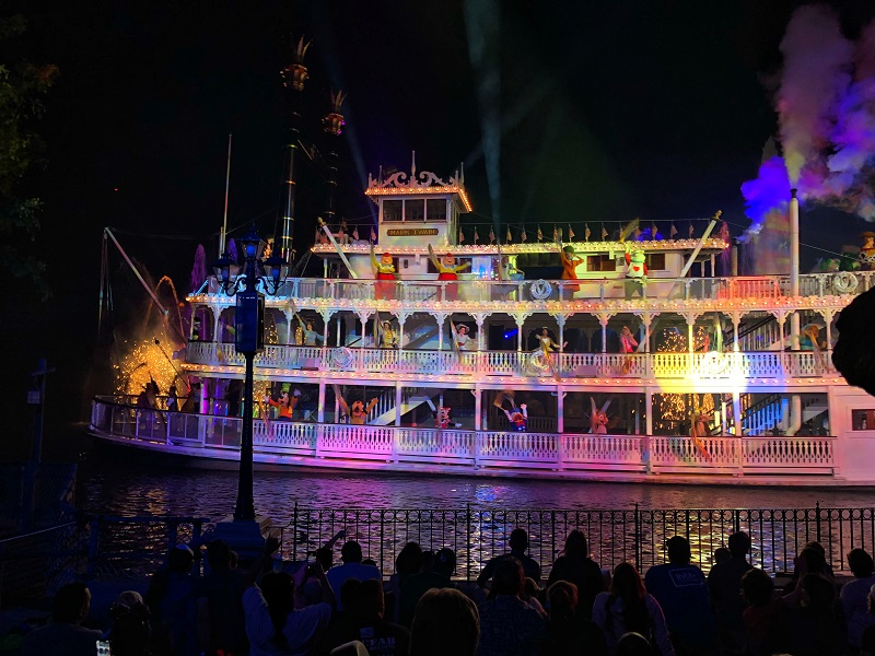 Disneyland, California, Mark Twain riverboat, Fantasmic